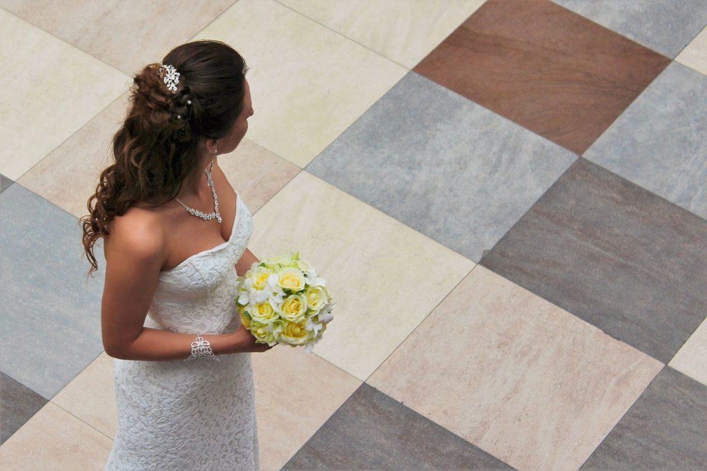 vestito e gioielli sposa